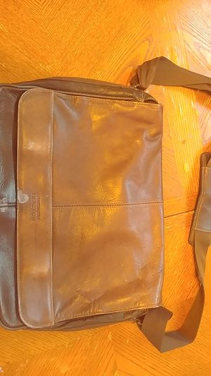 Kenneth Cole Messenger Bag for Sale in Glendale, AZ