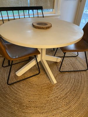Round dining table for Sale in Sandy, UT