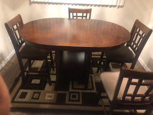 I sell a dining table with 4 chairs in good conditions for 250 for Sale in Bakersfield, CA