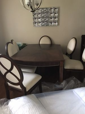 Dining room table for Sale in North, SC