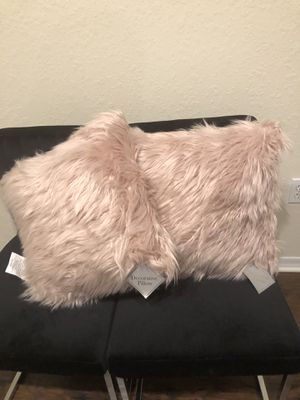 Decor pillows (Set of 2) for Sale in Gibsonton, FL