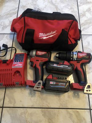 New Milwaukee18-Volt Lithium-Ion Brushless Cordless Hammer Drill/Impact Combo Kit 1/3.0 and 1/4.0 Batteries, Charger and Bag $260 for Sale in Lauderdale Lakes, FL