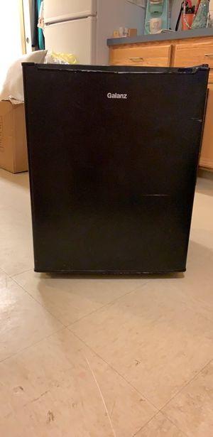 Mini Fridge w/freezer for Sale in Alexandria, VA