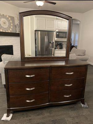 Queen bedroom set - EXCELLENT CONDITION for Sale in Arlington, TX