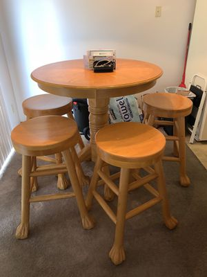 Kitchen Table (Chairs Included) for Sale in Columbus, OH