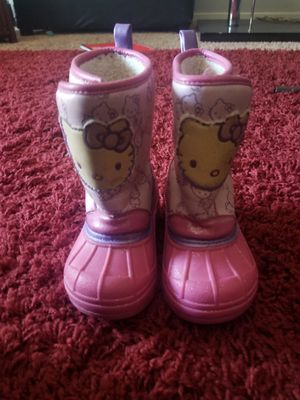 Snow boots for girl size 5 for Sale in Palmdale, CA