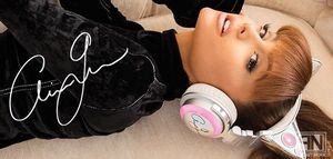 Brookstone 320538 Limited Edition Ariana Grande Wireless Bluetooth Headphones for Sale in Montclair, CA