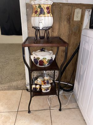 Little table with home interiors decorations for Sale in Grand Prairie, TX