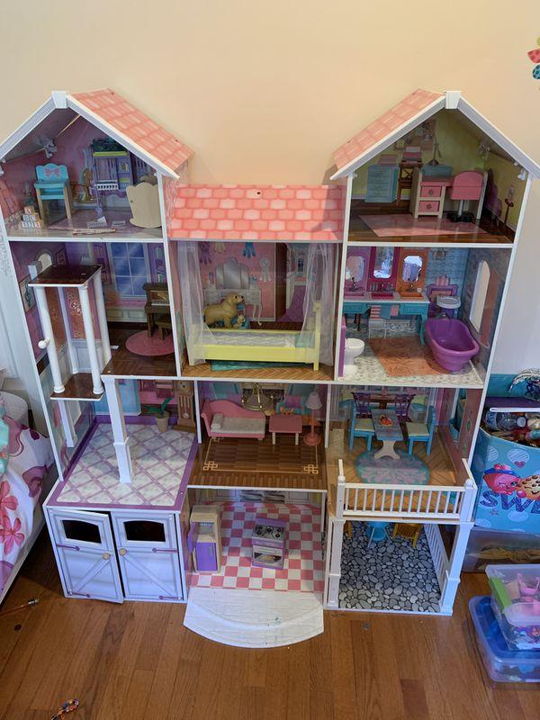 Doll/Barbie House