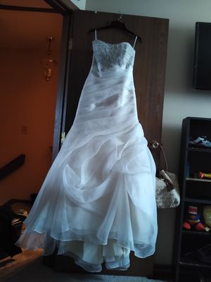 Casa blanca beautiful wedding dress. for Sale in Hilliard, OH