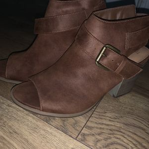 Brown Heeled Boots Size 7.5 for Sale in New Haven, CT