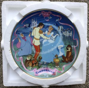 Disney's Musical Plate ~ Cinderella ~ Check out my Page for more collectibles 😊 for Sale in Fresno, CA