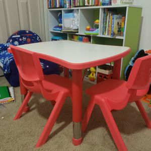 Kids table chair set for Sale in Houston, TX