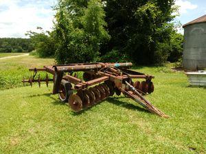 Farm equipment for Sale in Farmville, NC