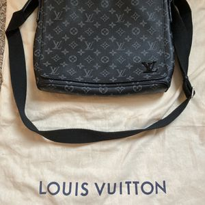 Louis Vuitton Messenger bag Bigger One for Sale in Baltimore, MD