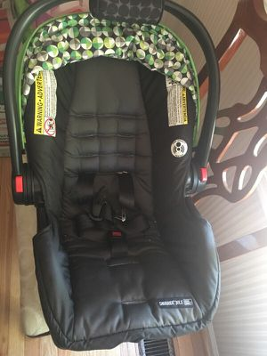 Newborn car seat for Sale in Silver Spring, MD