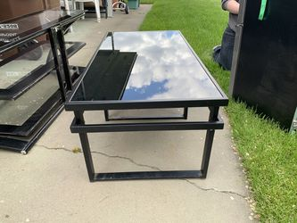 Coffee table with two end tables for Sale in Prineville,  OR