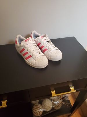 Adidas superstar shell toes kids 5 or women's 7 1/2 for Sale in Duluth, GA
