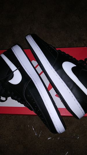NIKE COURT VISION MID / SIZE 11.5 MENS for Sale in Wichita, KS