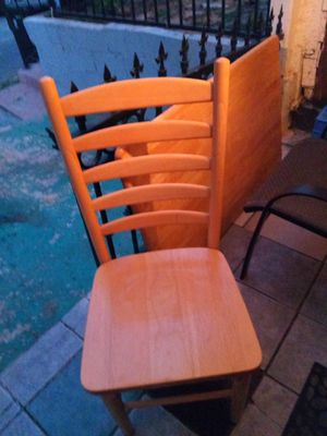Small kitchen table with four chairs for Sale in Hazard, CA