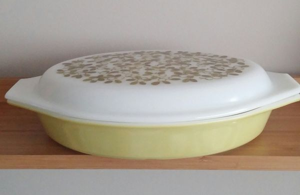 Vintage Pyrex Olive Verde 1 1/2 Quart Oval Divided Casserole W/Lid