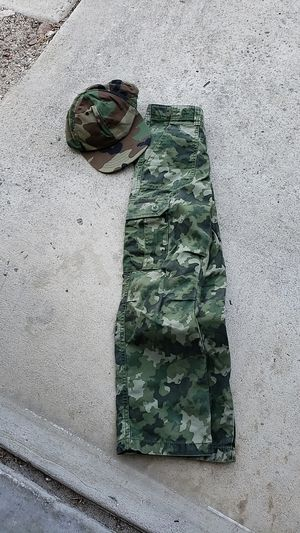 Camo pants and hat for Sale in Oceanside, CA