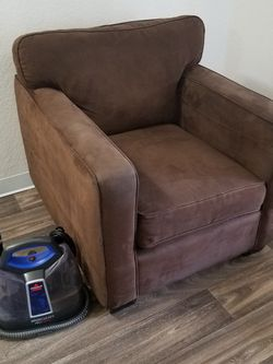Brown Lyric Chair In Great Condition. No Stains Or Tears. Deep Cleaned And Ready To Go. $200 or best offer. for Sale in Renton,  WA