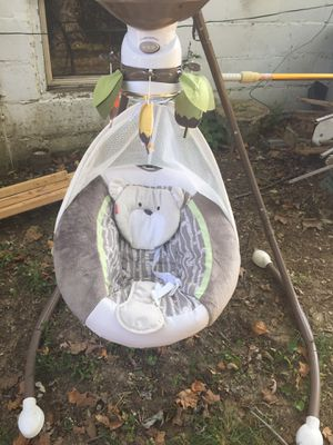 Fisher price baby swing for Sale in Arnold, MO