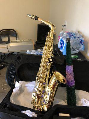 Tengo Saxophone nuevo en su caja con todos sus accesorios chulada for Sale in Denver, CO