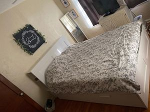 QUEEN LULL BED AND IKEA FRAME W/4 DRAWERS for Sale in Orlando, FL