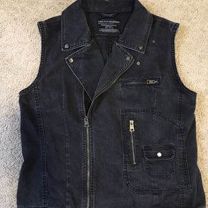 Men's VARA vest - Size M for Sale in Rockville, MD