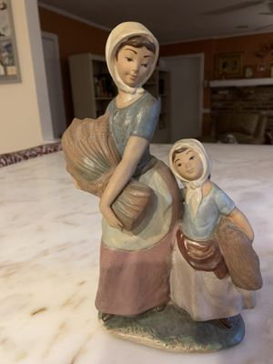 LLADRO GRES RARE MOTHER & DAUGHTER CARRYING BALES OF HAY FIGURE -GRT COND for Sale in Blackwood, NJ