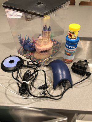 3 gallon fish tank with accessories for Sale in Houston, TX