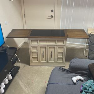 Desk / Dresser for Sale in Phoenix, AZ