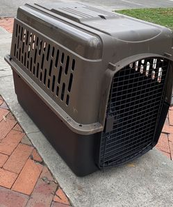 Dog/Cat Hard Plastic Travel Crate, Large Breed- Barely Used! for Sale in Tampa,  FL