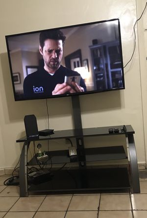 Tv and tv table for Sale in Hialeah, FL