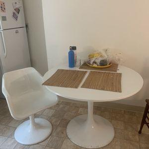 modern kitchen table, saarinen style for Sale in Berkeley, CA
