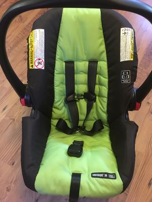 Graco Snugride infant car seat with Click Connect base. for Sale in Bennington, VT