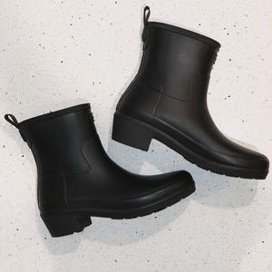 HUNTER Womens Refined Low Heel Ankle Biker Rain Boots Size 8 for Sale in Lombard, IL