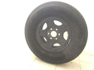 Used Bridgestone Dueler Tire 265/75r16 for Sale in Las Vegas, NV