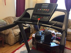 Nordic Track Dual Shox Cushioning T5.7 treadmill for Sale in Los Angeles, CA