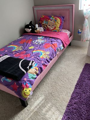 Twin size bed (pink) for Sale in Phoenix, AZ