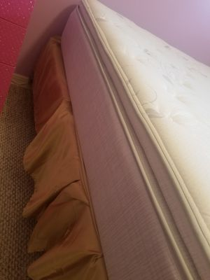 Full size gold satin bed skirt for Sale in Tampa, FL