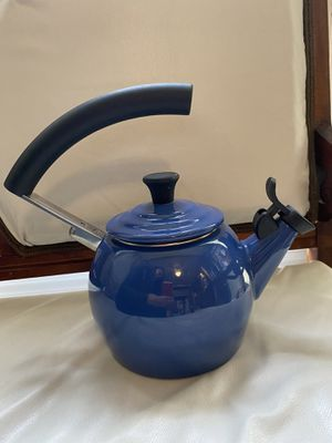 Le Creuset Tea Kettle with Vintage Halo Handle for Sale in Reston, VA