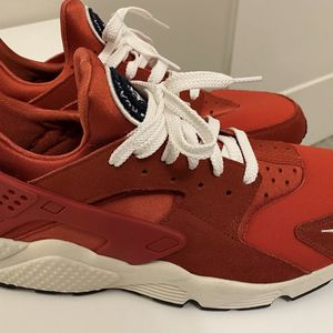 NIKE HUARACHE SIZE 10 BRAND NEW IN BOX for Sale in The Bronx, NY