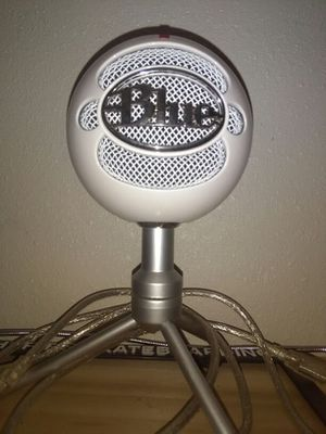 Blue mic for Sale in Wildomar, CA