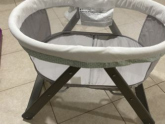 Bassinet for Sale in Friendswood,  TX