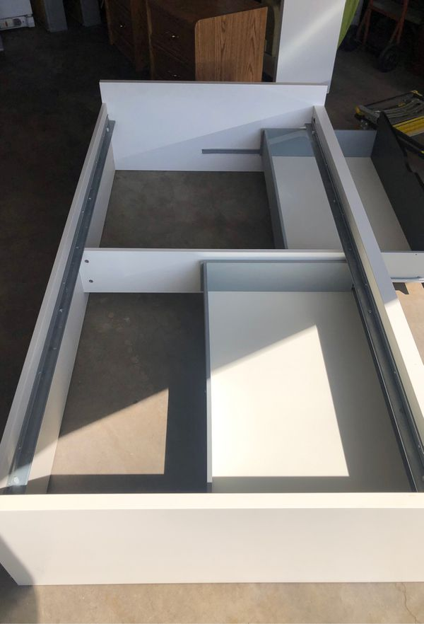 Twin beds with drawers