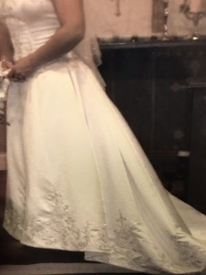 Beautiful like new Wedding dress excellent condition for Sale in Miami, FL