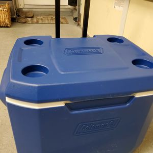 Cooler - Coleman Rolling With Extenison Handle for Sale in Temecula, CA